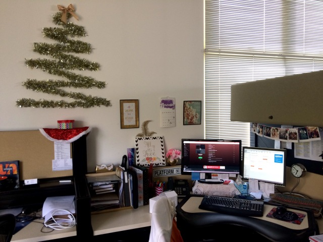 christmas office decor. I Present To You Some Great DIY Ways Decorate Your Office On A Budget.  You Can Express Creativity And Spread Holiday Cheer Without Buying Pre-lit Christmas Decor S